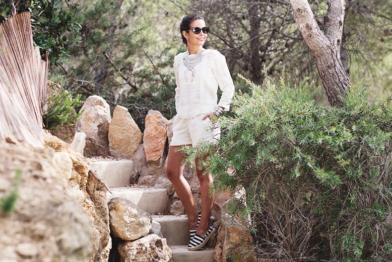 Vogue_Eyewear-Ibiza_summer-White_Outfit-