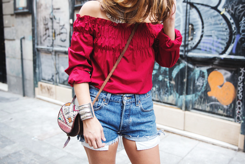 RED-Denim-Levis-Outfit-Street_Style-Dove-29