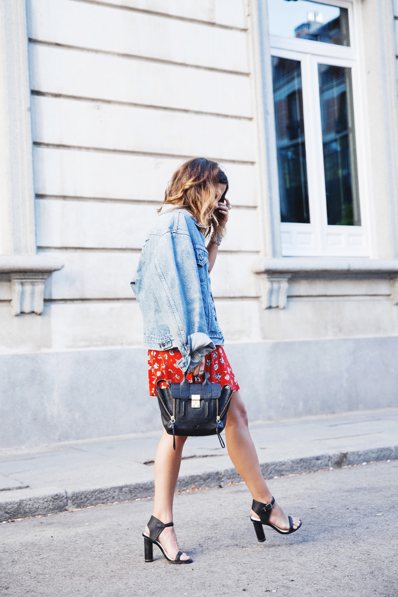 Floral_Dress-Topshop-Denim_Jacket-Street_Style-Outfit-11