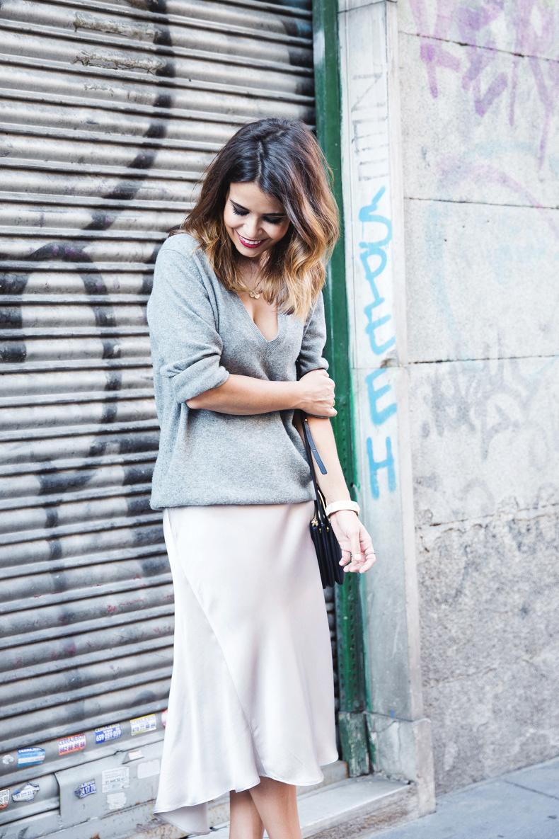 Midi_Skirt-Grey_Sweater-Sunglasshut-Outfit-Street_Style-7