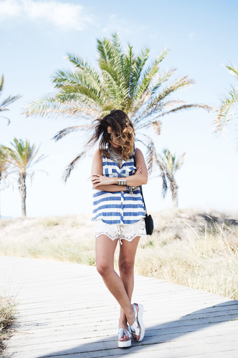 Lace_Shorts-Striped_Top-Silver_Wedges-Chain_Necklace-Outfit-Street_Style-3