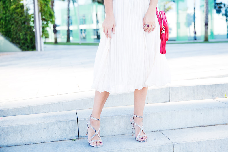 Mango_080_Barcelona-Midi_Skirt-Blue-Gucci-Snake_Sandals-Outfit-Street_Style-21