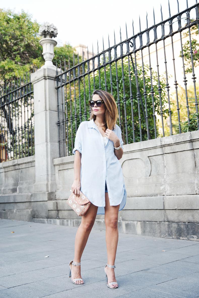 Blue_Shirt-Levis-AStor_Lipstick-Silver_Sandals-Antik_Batik-Street_Style-Outfit-1012