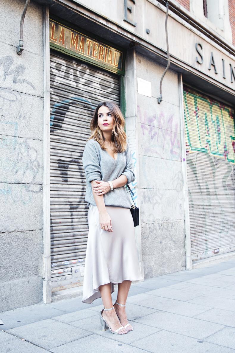 Midi_Skirt-Grey_Sweater-Sunglasshut-Outfit-Street_Style
