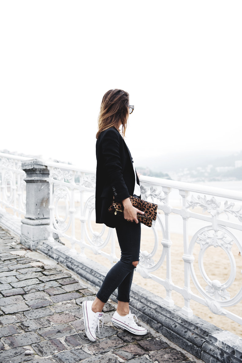 San_Sebastian-Lovers_And_Friends-Leopard_Clutch-Clare_Vivier-35