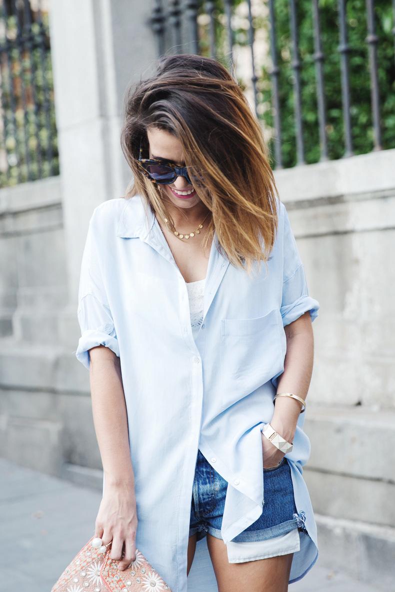 Blue_Shirt-Levis-AStor_Lipstick-Silver_Sandals-Antik_Batik-Street_Style-Outfit-1212