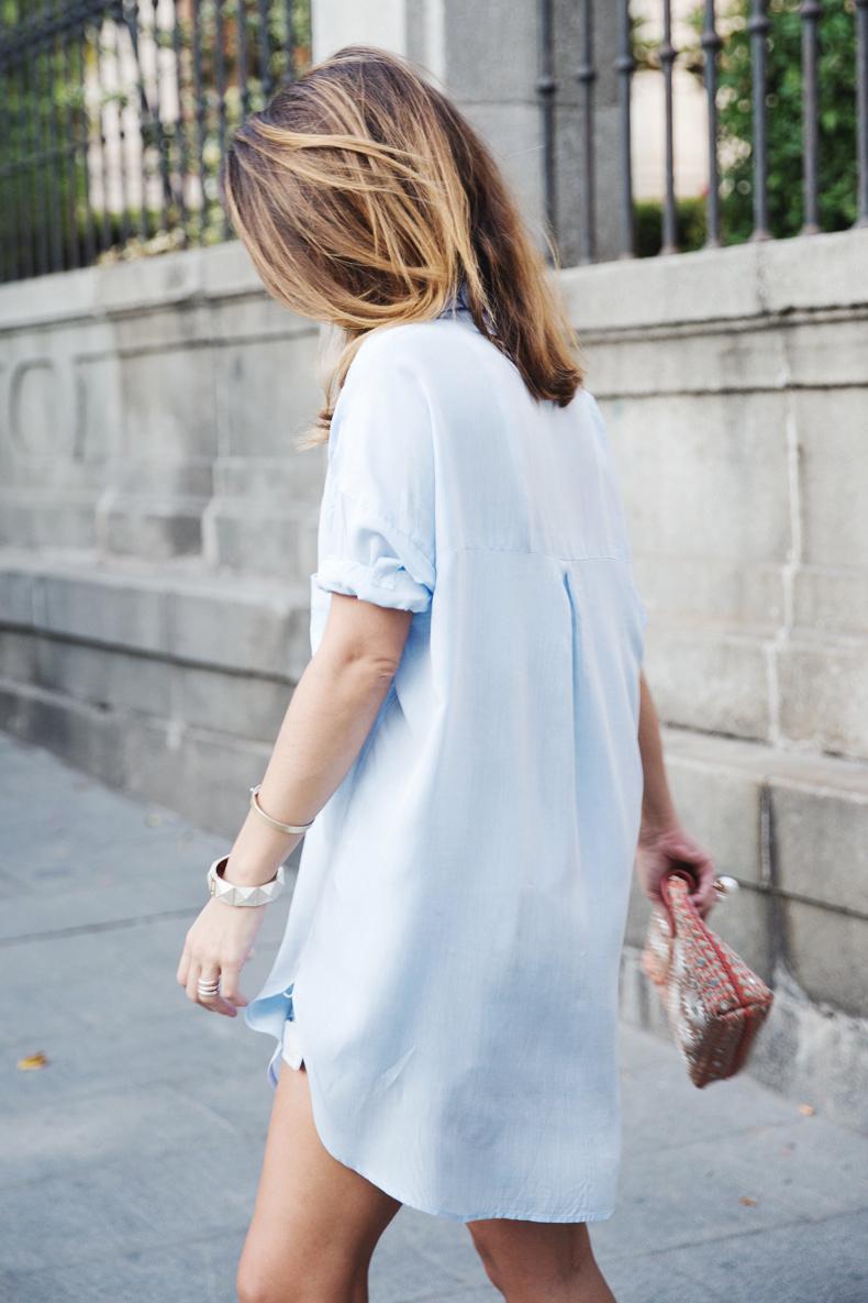 Blue_Shirt-Levis-AStor_Lipstick-Silver_Sandals-Antik_Batik-Street_Style-Outfit-1112