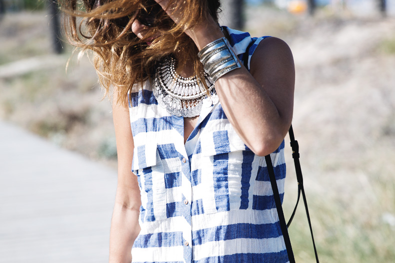 Lace_Shorts-Striped_Top-Silver_Wedges-Chain_Necklace-Outfit-Street_Style-25
