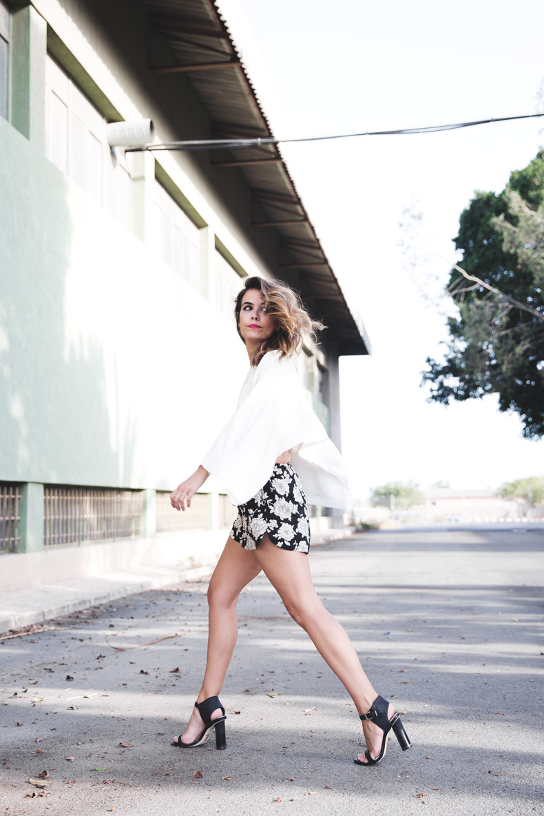Floral_Shorts-BRandy_Melville-Cropped_Top-Outfit-9