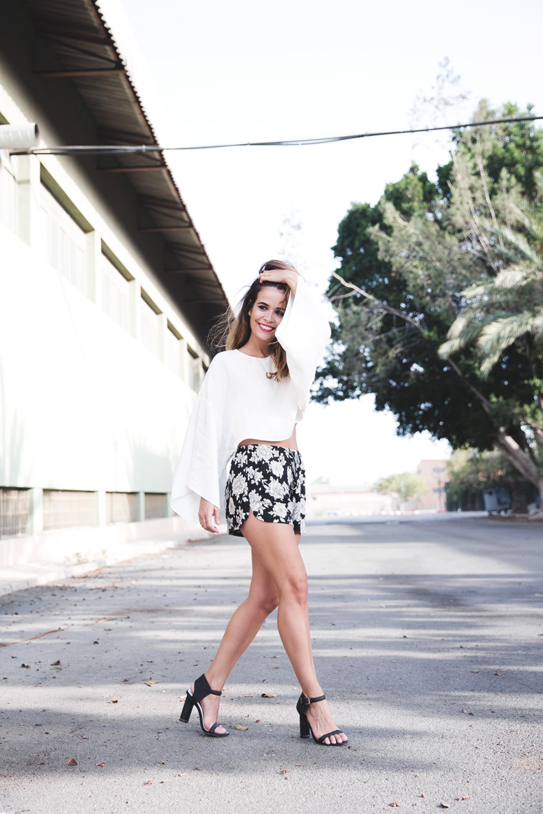 Floral_Shorts-BRandy_Melville-Cropped_Top-Outfit-12