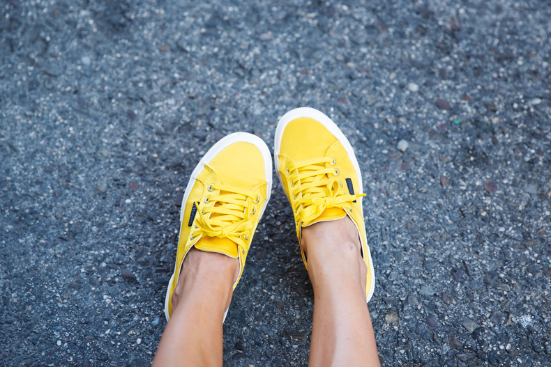 Superga_X_Man_Repeller-Yellow_Sneakers-Beaded_Skirt-Maria_Pascual_jewels-Street_Style-Collagevintage-5
