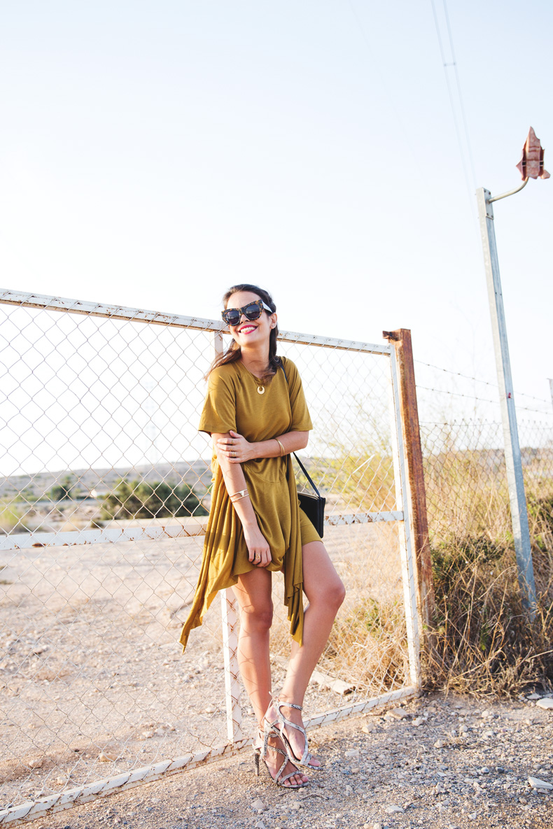 KHAKI_Dress-Trend-Snake_Sandals-10