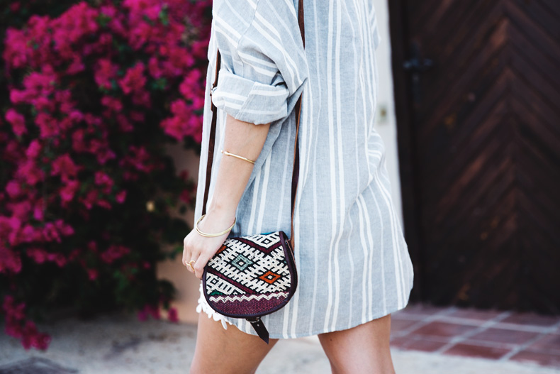 Beach_Outfit-Street_Style-Grey_Shirt-Stripes-White_Shorts-Wedges_Silver-36