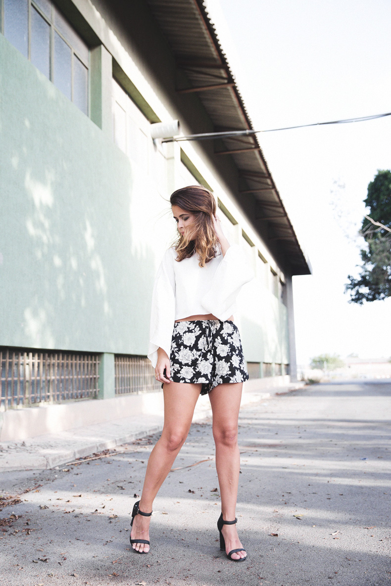 Floral_Shorts-BRandy_Melville-Cropped_Top-Outfit-21