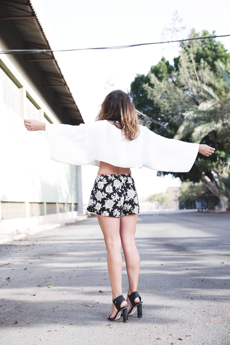 Floral_Shorts-BRandy_Melville-Cropped_Top-Outfit-11