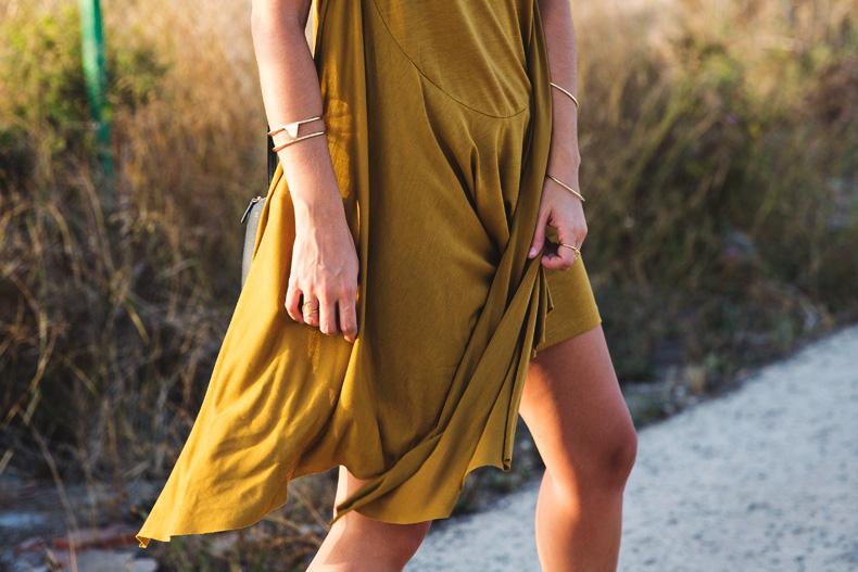 KHAKI_Dress-Trend-Snake_Sandals-39