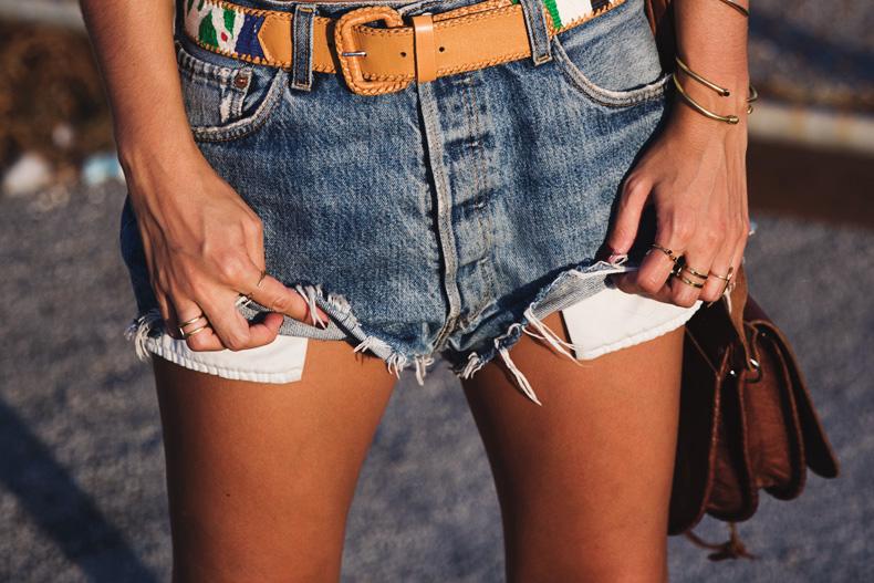 Crochet_top-Levis-Outfit-Summer-Beach-Wedges-Street_Style-22