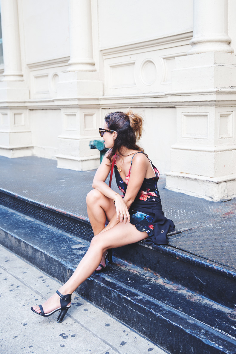 Blazer-Floral_Jumpsuit-Purificacion_Garcia-Gucci_Disco_Bag-Senso_Sandals-Outfit_Street_Style-NYFW-12