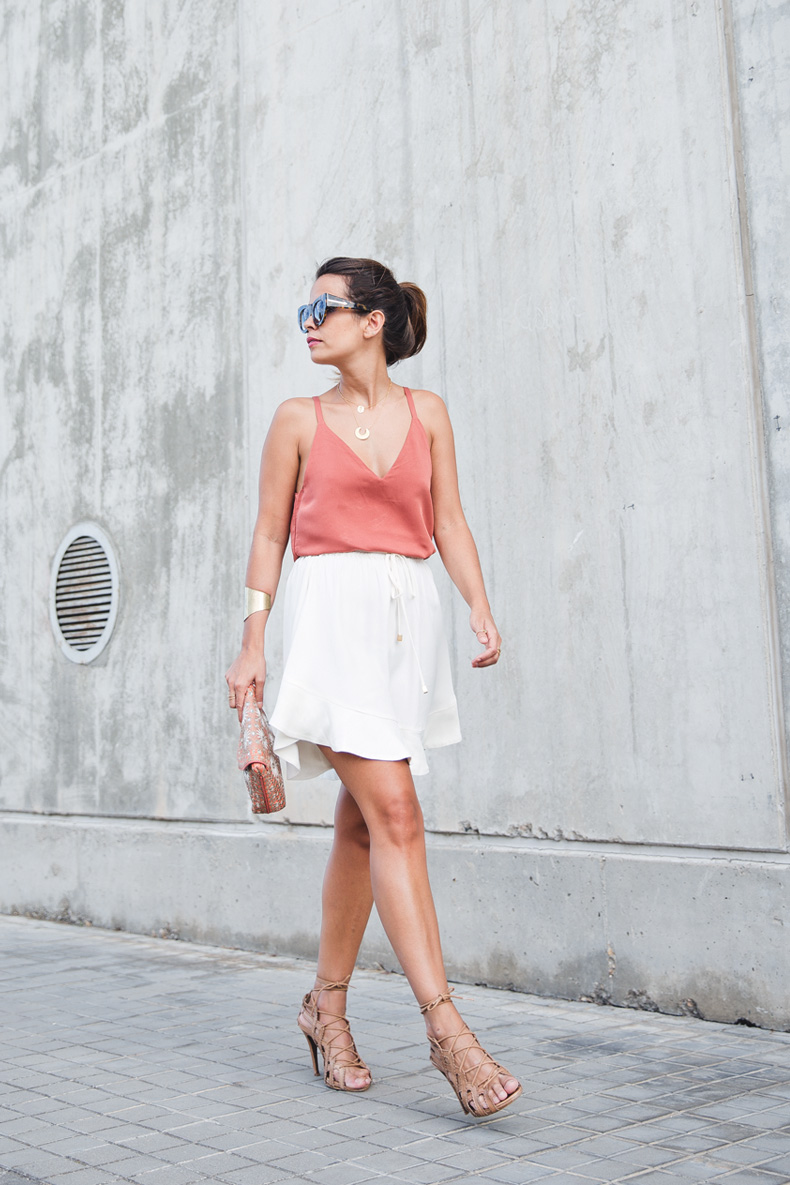 Madrid_Fashion-Week-Juan_Vidal-Priceless-Backless_Top-White_Skirt-Lace_Up_Sandals-Outfit-Street_Style-3