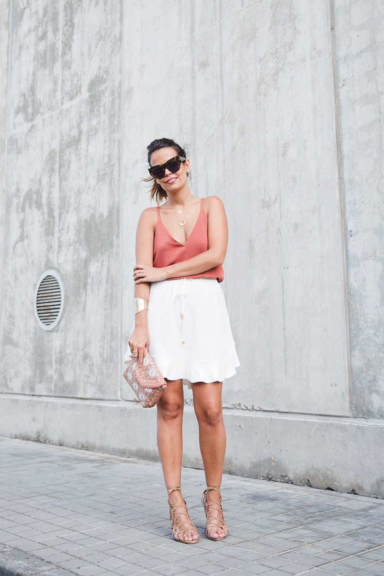 Madrid_Fashion-Week-Juan_Vidal-Priceless-Backless_Top-White_Skirt-Lace_Up_Sandals-Outfit-Street_Style-5