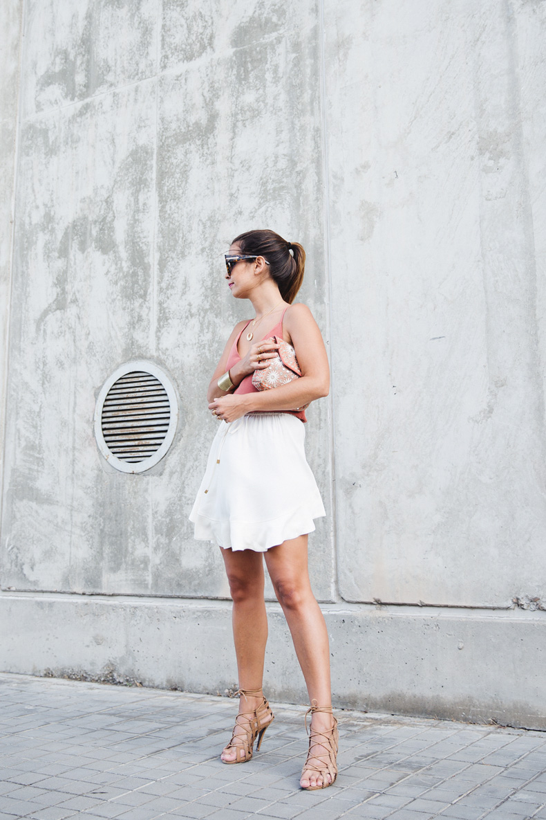 Madrid_Fashion-Week-Juan_Vidal-Priceless-Backless_Top-White_Skirt-Lace_Up_Sandals-Outfit-Street_Style-9