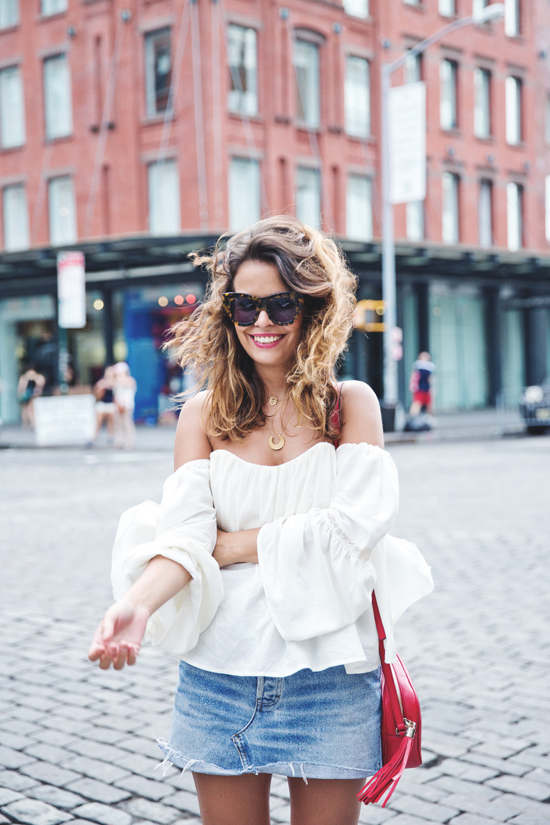 Off_Shoulders_Top-Vintage_Levis_Skirt-White_Sneakers-Gucci_Disco_Bag-Street_Style-New_York-NYFW-1