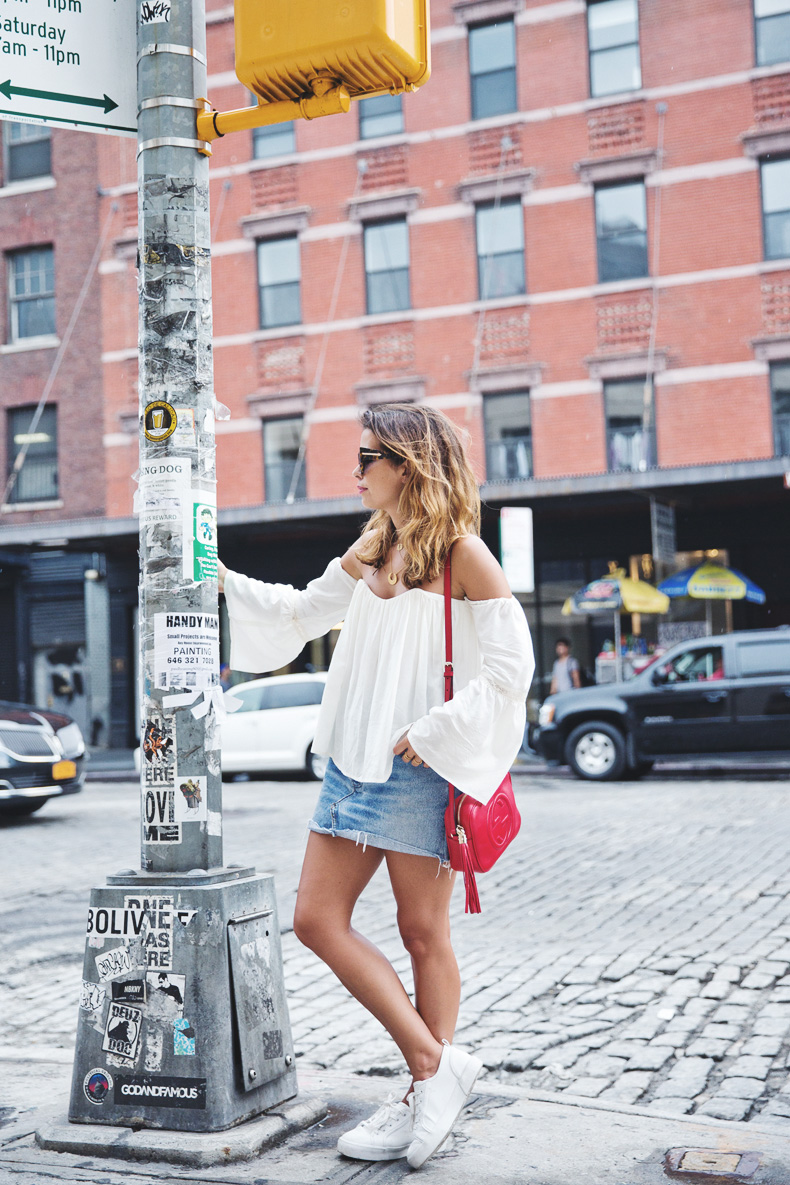 Off_Shoulders_Top-Vintage_Levis_Skirt-White_Sneakers-Gucci_Disco_Bag-Street_Style-New_York-NYFW-16