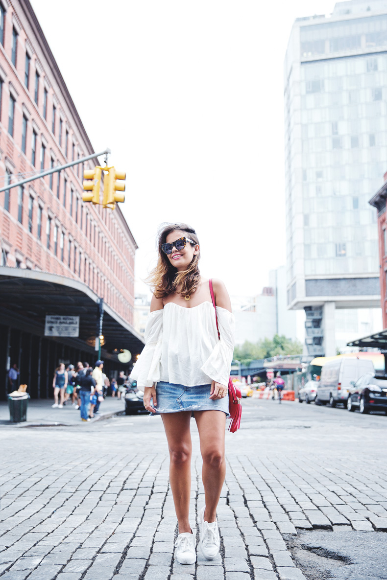 Off_Shoulders_Top-Vintage_Levis_Skirt-White_Sneakers-Gucci_Disco_Bag-Street_Style-New_York-NYFW-8