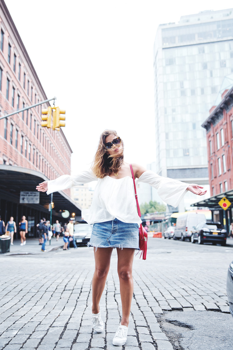 Off_Shoulders_Top-Vintage_Levis_Skirt-White_Sneakers-Gucci_Disco_Bag-Street_Style-New_York-NYFW-9