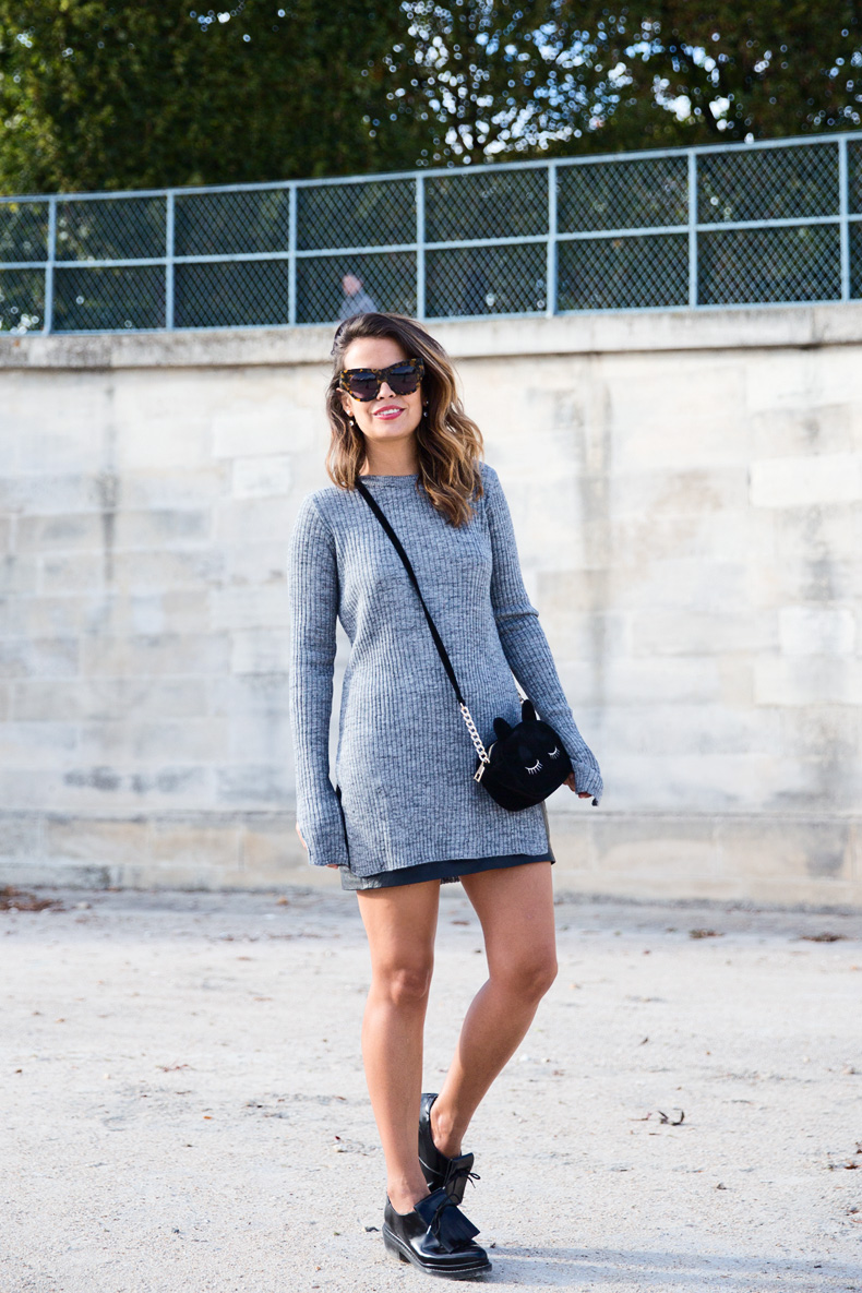 Black_Leather_Skirt-Brogues-Grey_Top-Cat_Bag-Outfit-Street_Style-Paris_Fashion_Week-PFW-18