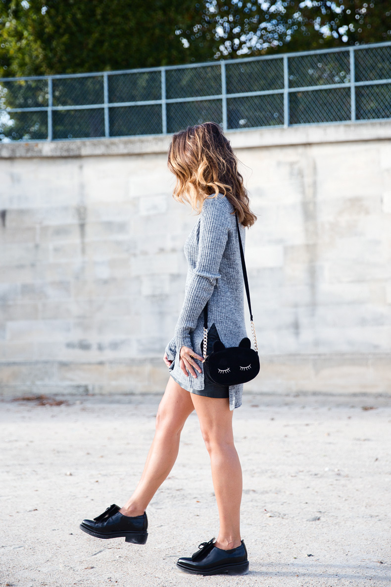 Black_Leather_Skirt-Brogues-Grey_Top-Cat_Bag-Outfit-Street_Style-Paris_Fashion_Week-PFW-5