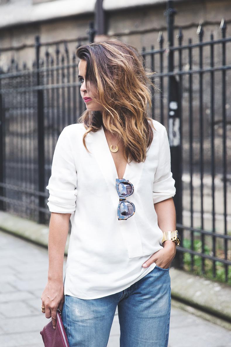 Denim_Levis_Vintage-White_Shirt-Sandals-Burgundy_Clutch-Paris-Street_Style-Karen_Walker-16