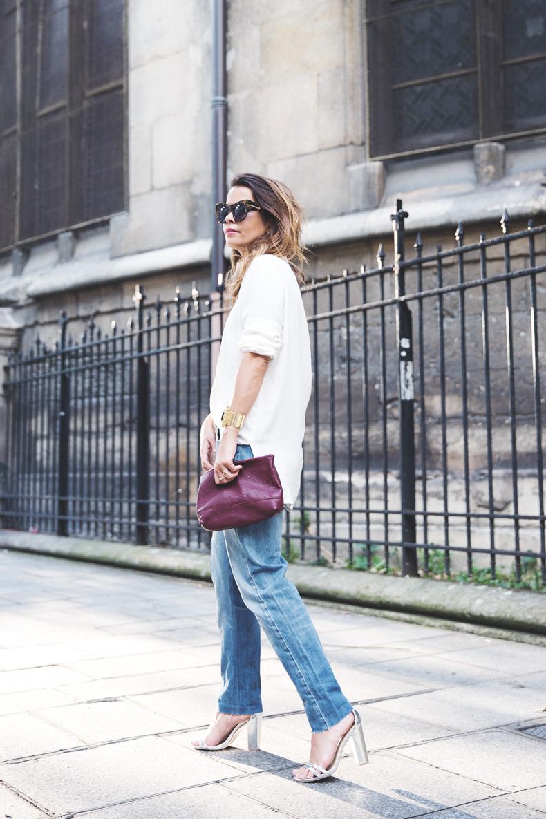 Denim_Levis_Vintage-White_Shirt-Sandals-Burgundy_Clutch-Paris-Street_Style-Karen_Walker-28