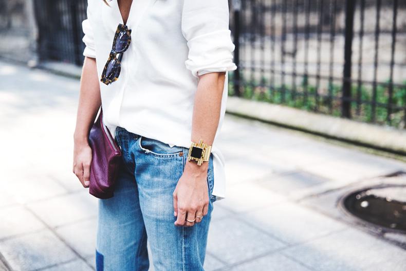 Denim_Levis_Vintage-White_Shirt-Sandals-Burgundy_Clutch-Paris-Street_Style-Karen_Walker-35