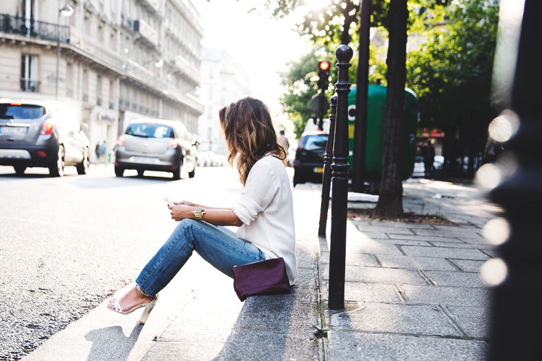 Denim_Levis_Vintage-White_Shirt-Sandals-Burgundy_Clutch-Paris-Street_Style-Karen_Walker-40