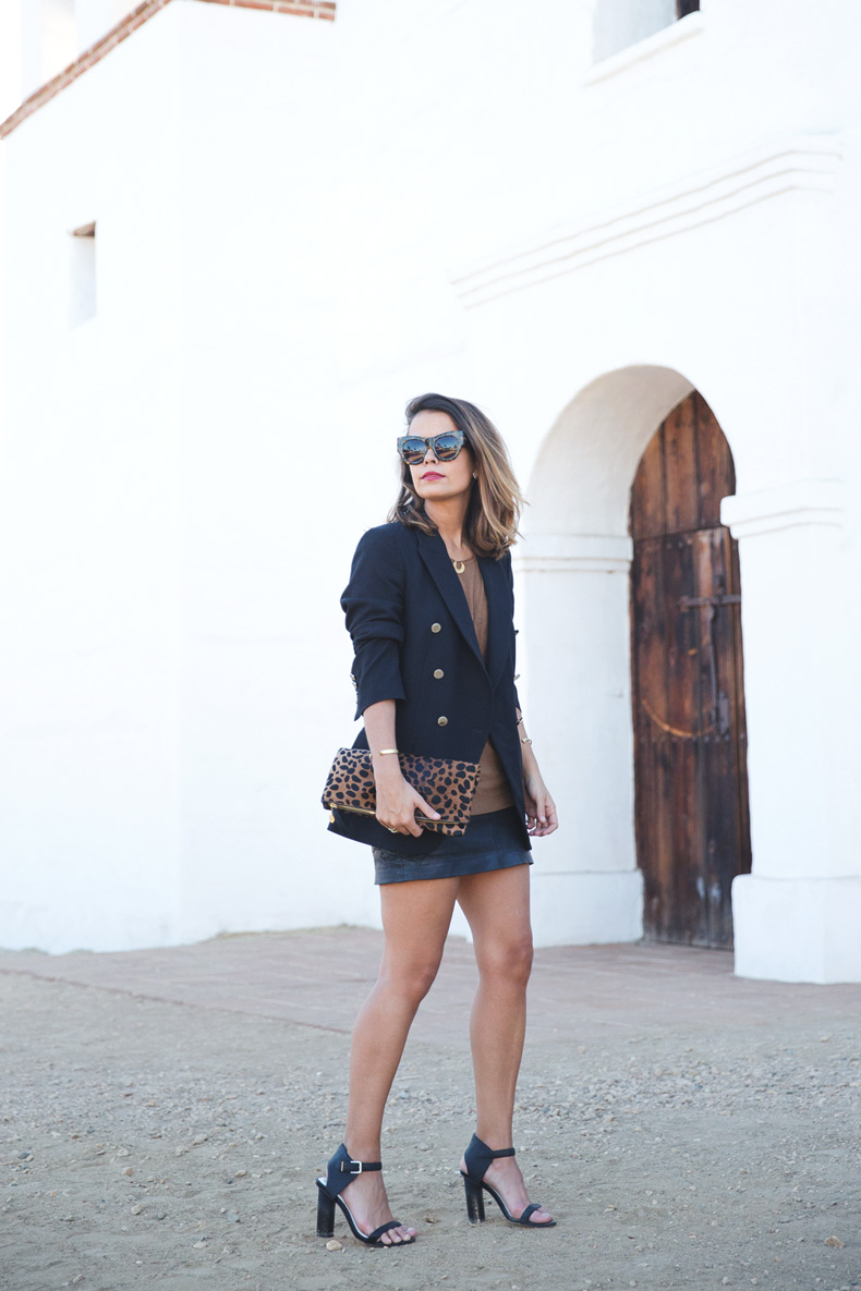 Leopard_Clutch-Clare_Vivier-Blazer-Senso_Sandals-Leather_Skirt-Outfit-Street_Style-18