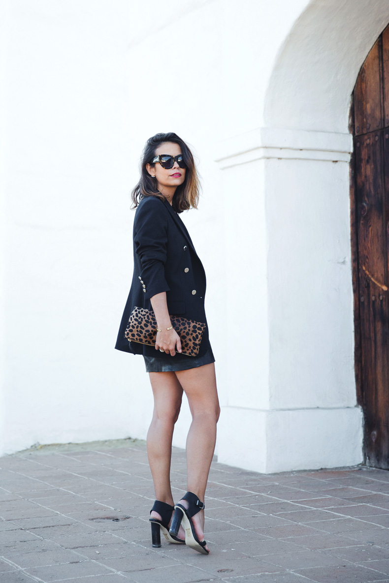 Leopard_Clutch-Clare_Vivier-Blazer-Senso_Sandals-Leather_Skirt-Outfit-Street_Style-33