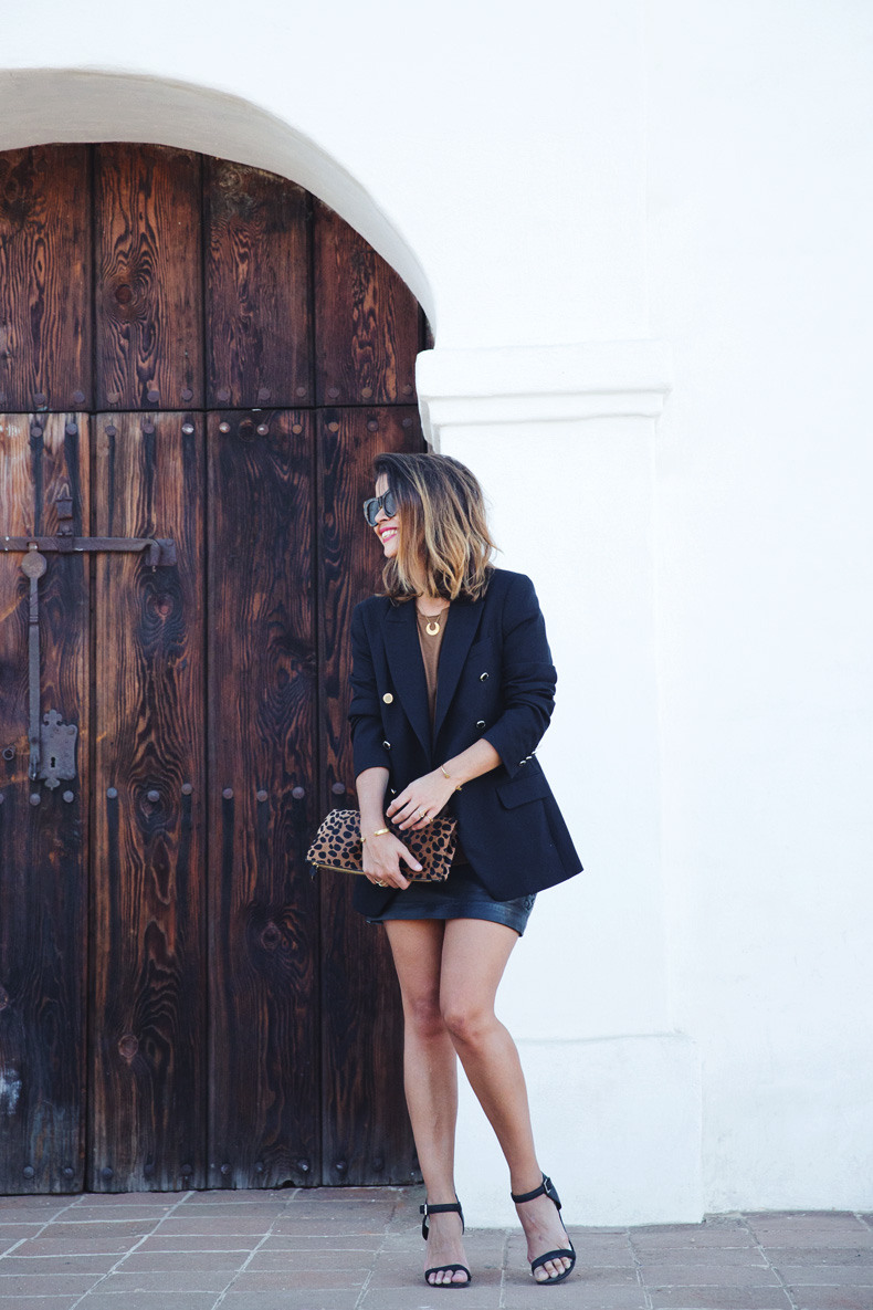 Leopard_Clutch-Clare_Vivier-Blazer-Senso_Sandals-Leather_Skirt-Outfit-Street_Style-34