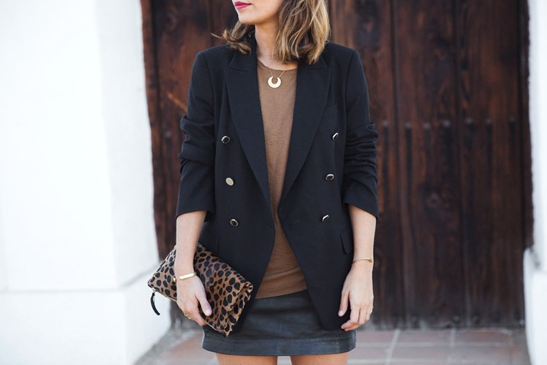 Leopard_Clutch-Clare_Vivier-Blazer-Senso_Sandals-Leather_Skirt-Outfit-Street_Style-45