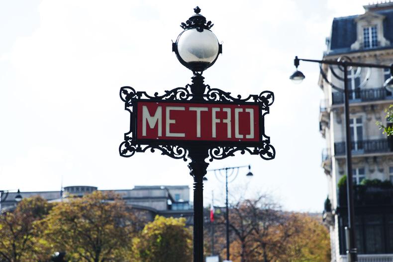 Paris_Top-Black_Mini_Skirt-Reiss_Belt-Bruches-Oxfords-Cat_Bag-Outfit-Street_Style-PFW-24