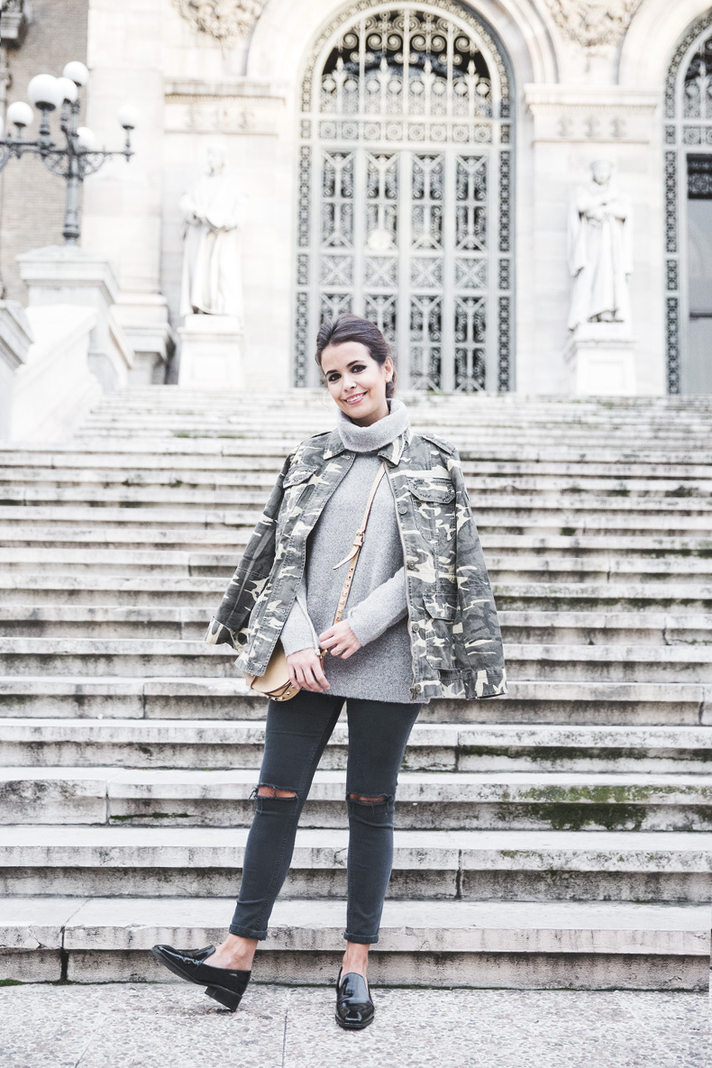 Camouflage_Jacket-Camo_Print-Ripped_Jeans-Loafers-Rebecca_Minkoff_Bag-Outfit-Street_Style-Collage_Vintage-27