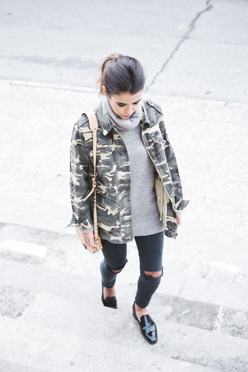 Camouflage_Jacket-Camo_Print-Ripped_Jeans-Loafers-Rebecca_Minkoff_Bag-Outfit-Street_Style-Collage_Vintage-41