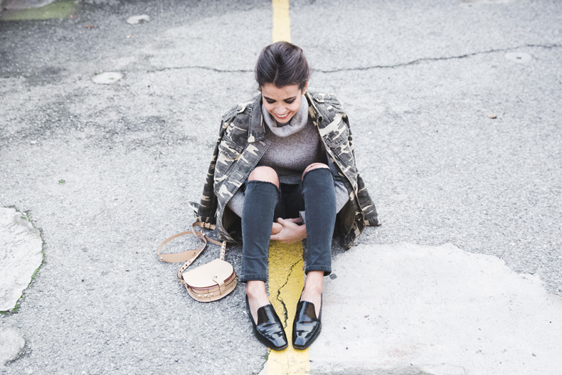 Camouflage_Jacket-Camo_Print-Ripped_Jeans-Loafers-Rebecca_Minkoff_Bag-Outfit-Street_Style-Collage_Vintage-54