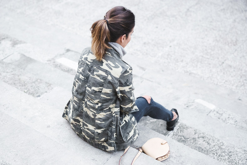 Camouflage_Jacket-Camo_Print-Ripped_Jeans-Loafers-Rebecca_Minkoff_Bag-Outfit-Street_Style-Collage_Vintage-63