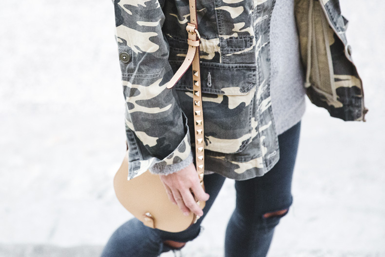 Camouflage_Jacket-Camo_Print-Ripped_Jeans-Loafers-Rebecca_Minkoff_Bag-Outfit-Street_Style-Collage_Vintage-65