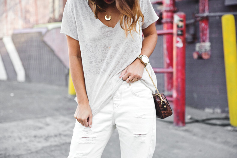 Total_White_outfit-Ripped_Jeans-Los_Angeles-Street_Style-26