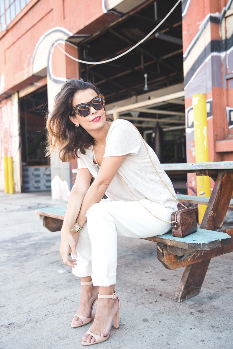 Total_White_outfit-Ripped_Jeans-Los_Angeles-Street_Style-3
