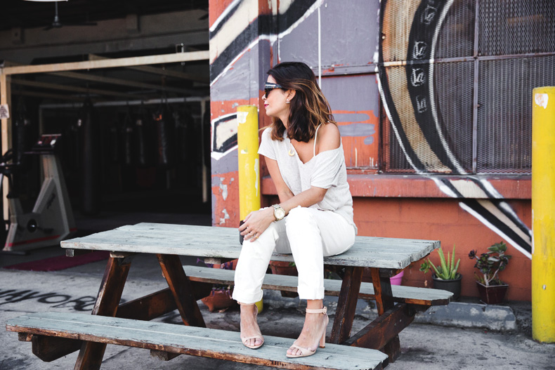 Total_White_outfit-Ripped_Jeans-Los_Angeles-Street_Style-35