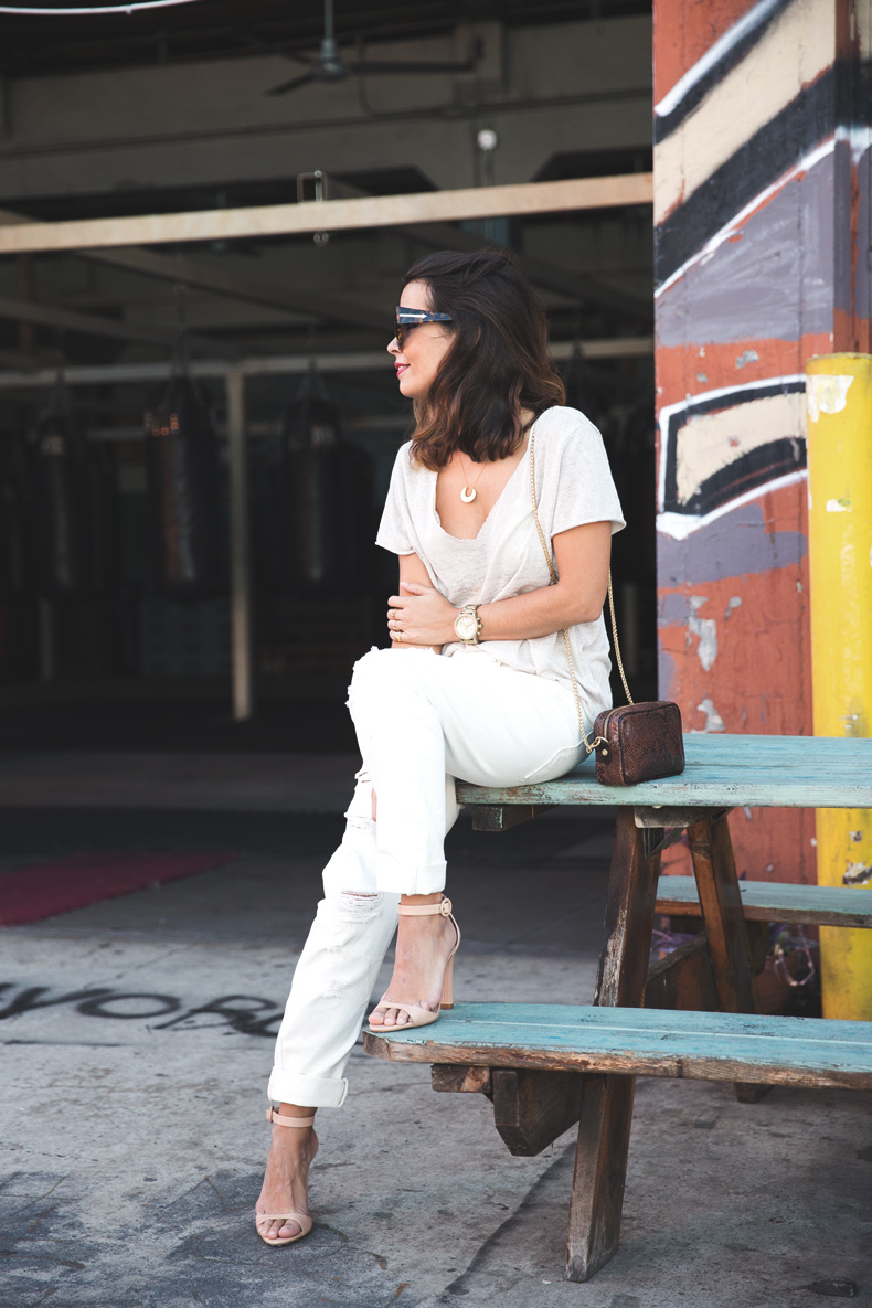 Total_White_outfit-Ripped_Jeans-Los_Angeles-Street_Style-4