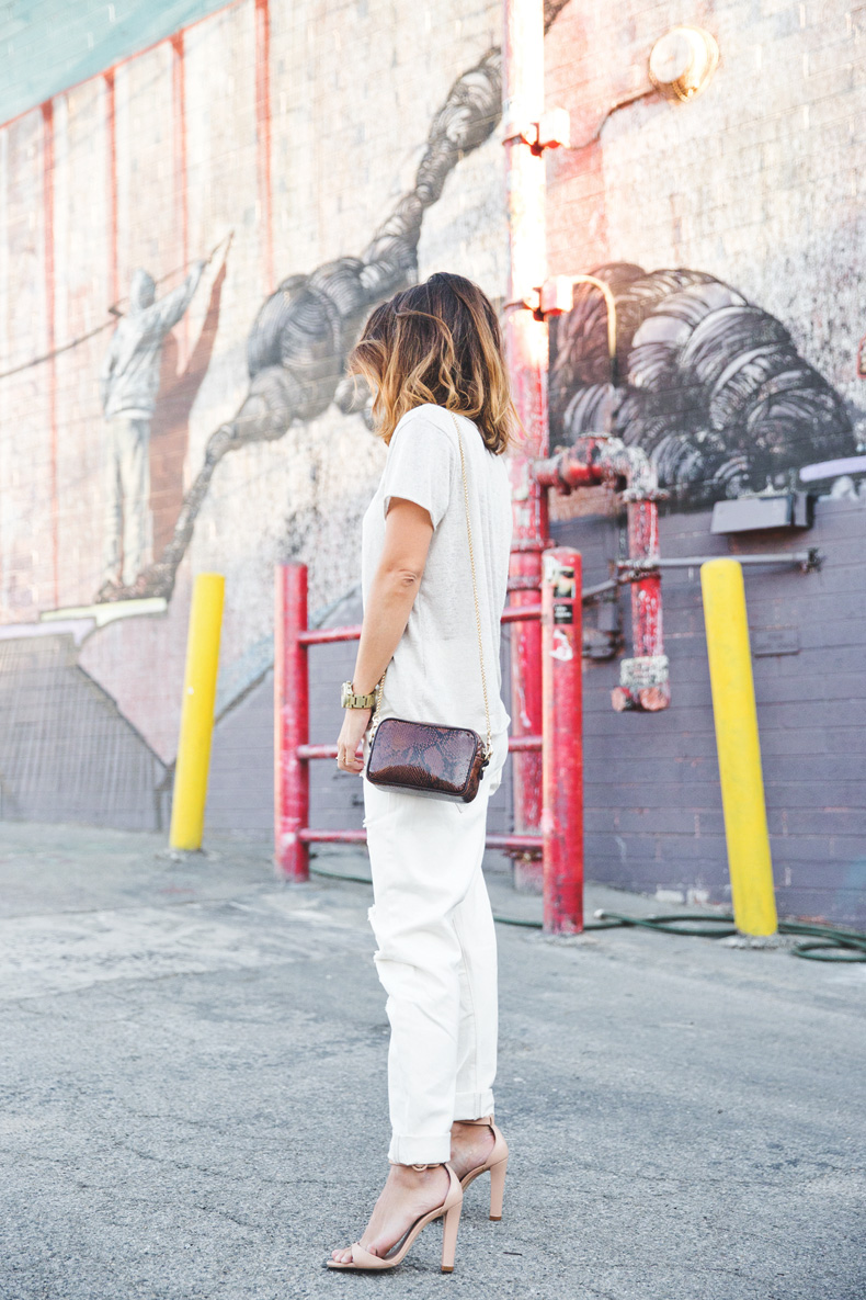 Total_White_outfit-Ripped_Jeans-Los_Angeles-Street_Style-9